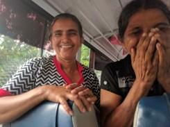 Hilarisch busmomentje met Champa en Manel, de begeleidsters
