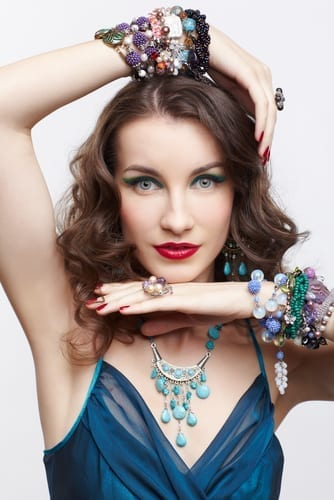 Tips to Choosing Complementary Jewelry for Your New Dress