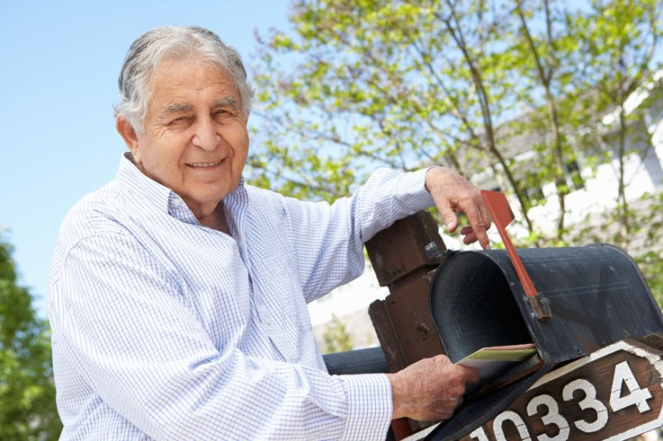 Senior man getting mail from a mailbox - Be a penpal to your grandchildren - Adventures in NanaLand