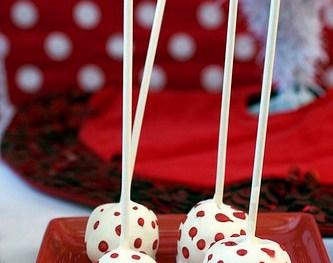 Give the Gift of Food:  Red Velvet Cake Pops