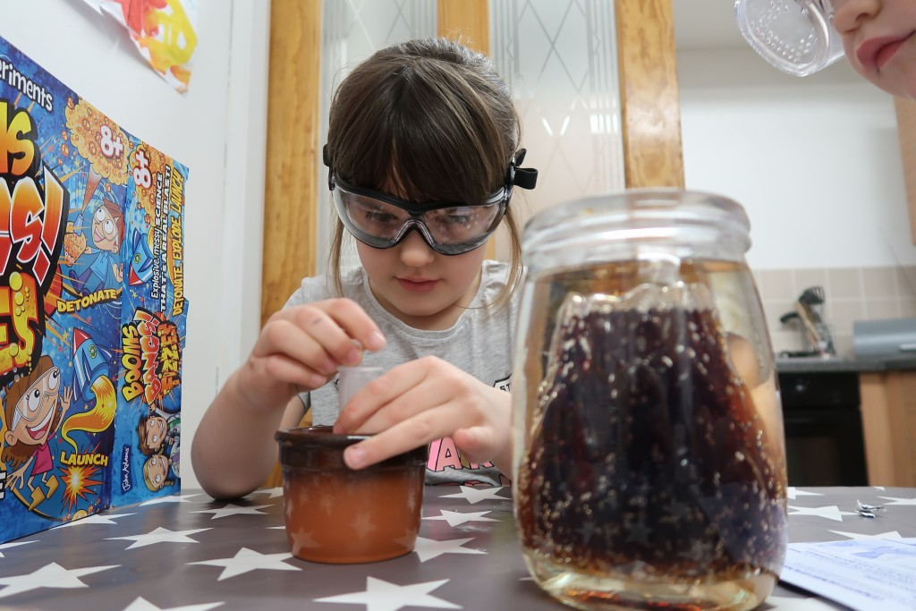 Celebrating British Science Week With Booms, Bangs!, Fizzes Science Set {Review}