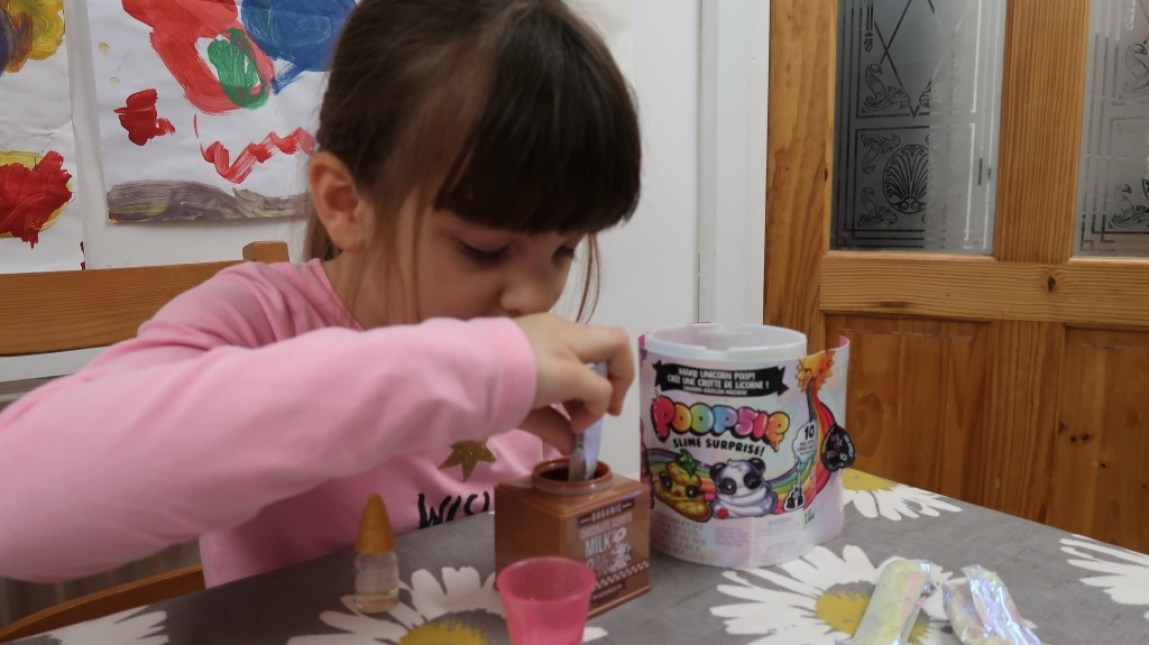 girl making poopsie surprise slime