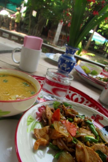 Yellow Curry and chicken with cashew nuts mmmmm