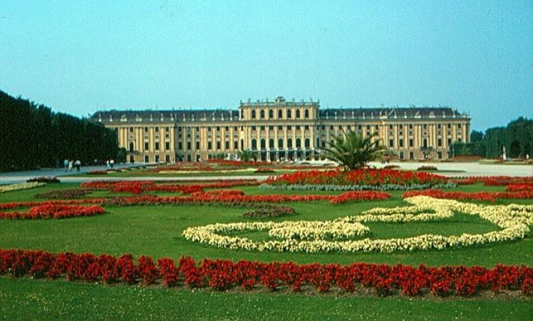 Schloss Schonbrunn - photo by Roger W