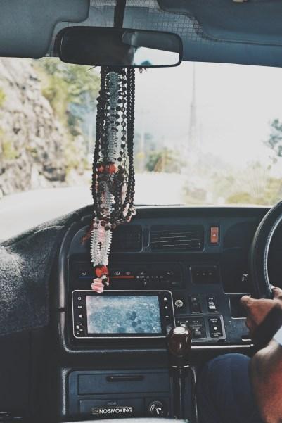 roadtrip-in-central-sri-lanka-driver