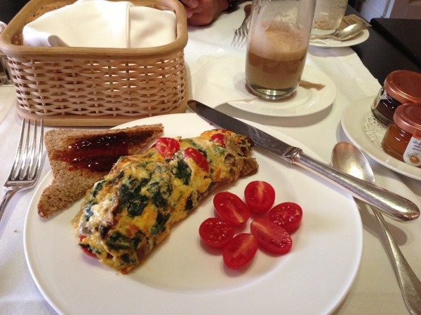 Spinach and tomato omelet at the Hotel Lungarno