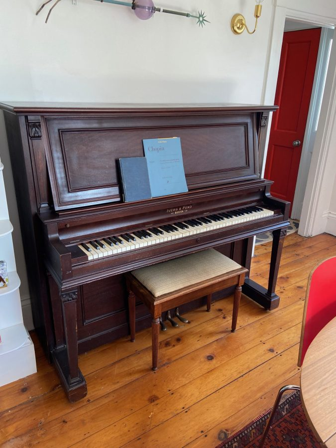 Vintage Airbnb piano