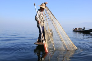 myanmar-inle-lake-fishing