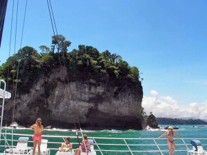 Catamaran sailboat tour in Manuel Antonio