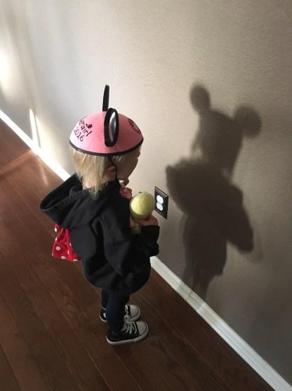 Look Mom, my shadow looks like Deadmau5!