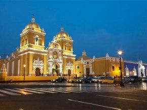 Trujillo, Ciudad de la Eterna Primavera. Ubicada en la parte noreste de Perú, es la capital del departamento de La Libertad.