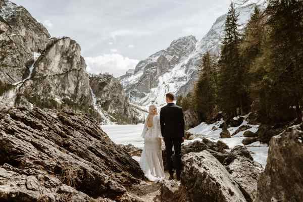 winter elopement in the Dolomites