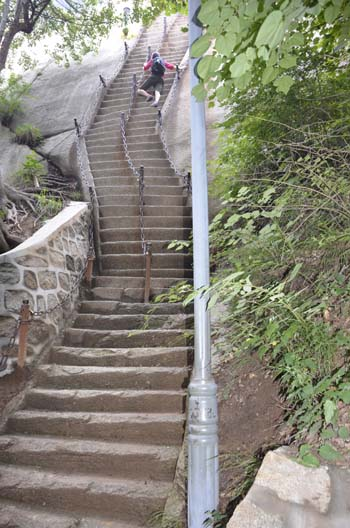 MORE Huashan Stairs