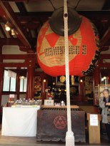 Lantern and gong.