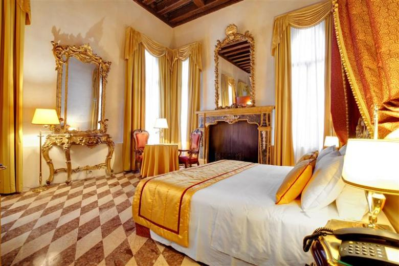 The Hotel Dona Palace is the best place to stay during your time in Venice