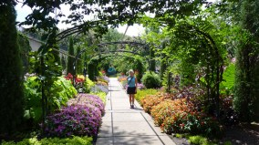 Archway entrance to Cheekwood's Botanical Gardens in Nashville