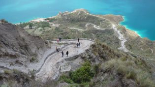 Trail down to Quilotoa lake