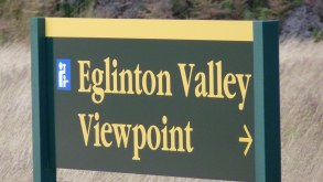 Signpost for Eglinton Valley viewing point