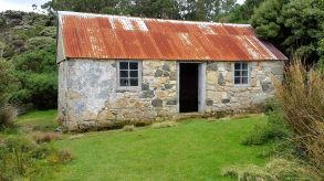 stewart-island-ackers-cottage-1