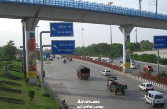 Dhaula Kuan Metro Pillar warp