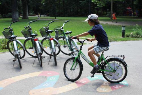 Liber la pedalat gratuit în parcurile din Sectorul 1