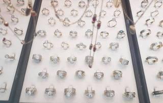 Asociația Pro Consumatori (APC): Tot ce trebuie să ştiti despre bijuterii - contrafaceri şi riscuri pentru sănătate!