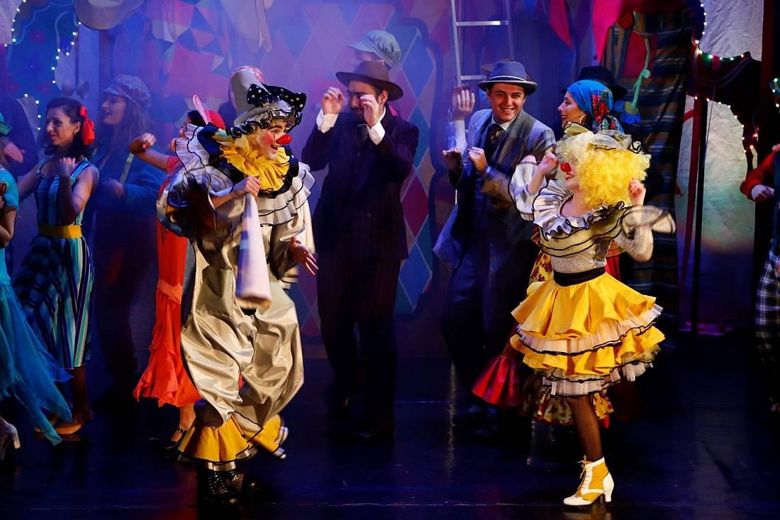 """Teatrul Muzical Ambasadorii prezintă spectacolul de balet """"La Piață"""""""