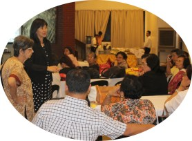 Geneticist Dr. Carmencita Padilla answers the questions from the audience