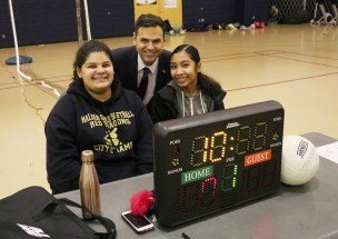 Mayor Christenson with the official score keepers, Lilliana Solorzano and Ellana Tham at the Salemwood School.