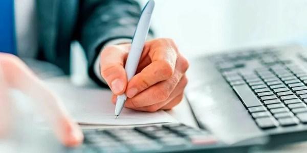 Como declarar processo trabalhista e pagamento para advogado?