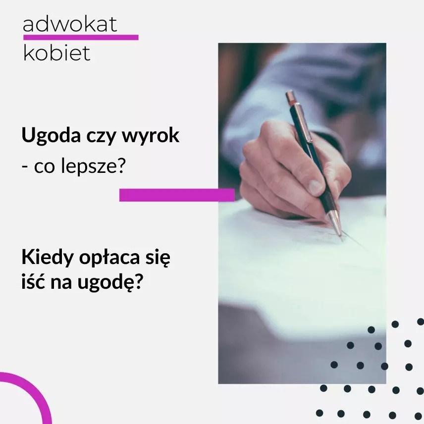 Tekst na grafice: Ugoda czy wyrok - co lepsze? Kiedy opłaca się iść na ugodę? Adwokat Kobiet. Na zdjęciu dłoń trzymająca długopis na kartce papieru.