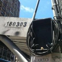 Paradas de ônibus e acessibilidade na RMR Fiação elétrica exposta em parada de ônibus na Avenida Conde da Boa Vista Crédito: Júlio Cirne/JC Trânsito