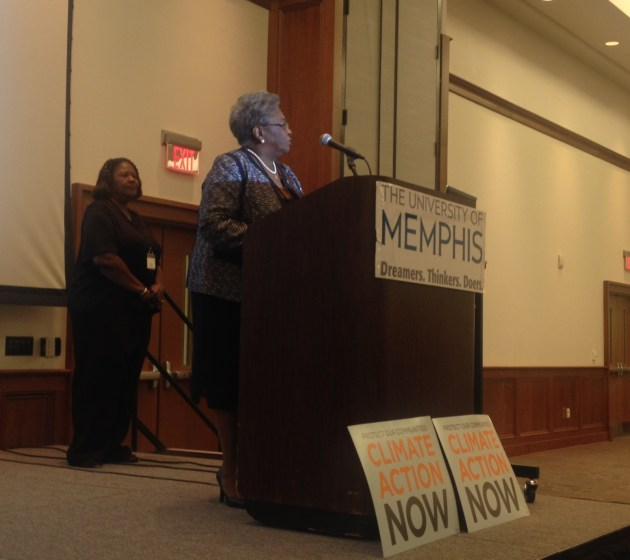 Rita Harris presents Dick Mochow Award to Madeleine Taylor of the NAACP for her long-term focus on environmental inequality in Memphis