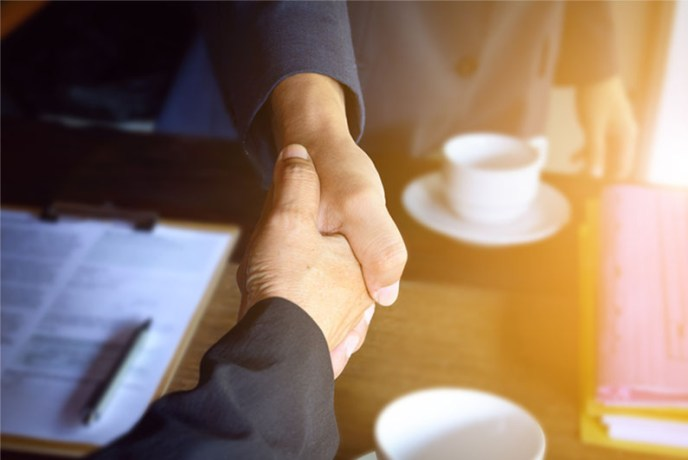 795x532-article-images_0033_profesional-interaction-handshake