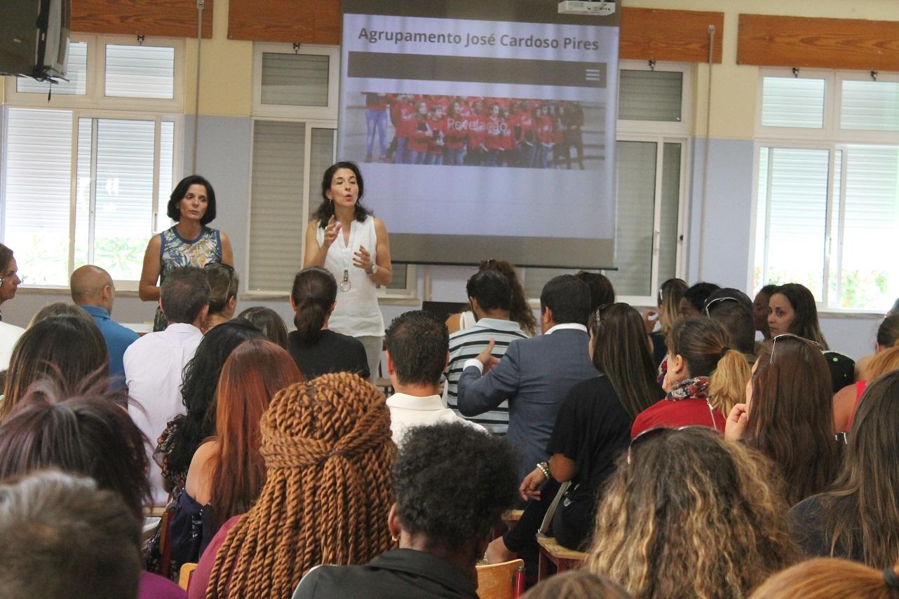 Encarregados de educação no início do ano com a Directora da escola e coordenadora dos directores de turma
