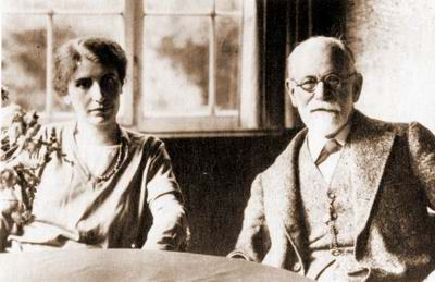 https://i2.wp.com/aejcpp.free.fr/images/anna_sigmund_freud_1928.JPG