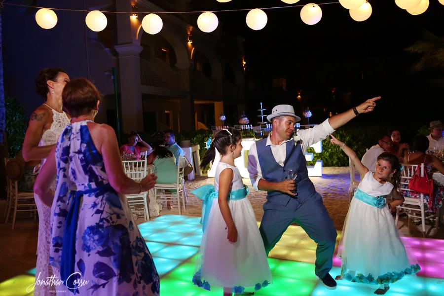 Adorable kids at weddings moment at Dreams Tulum. Jonathan Cossu Photographer