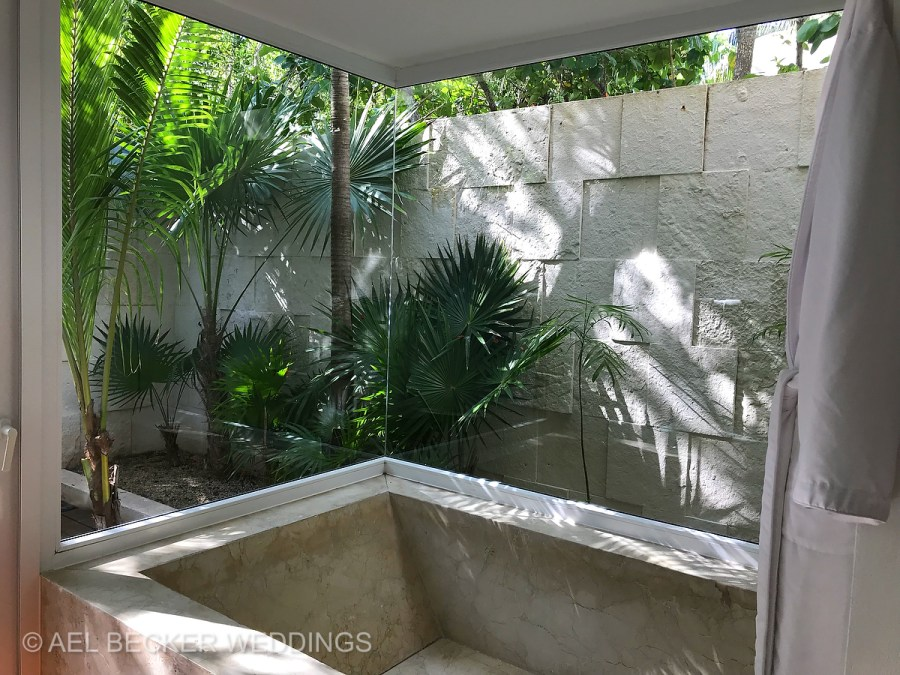 Tropical bathtub. Blue Diamond Luxury Boutique Hotel, Riviera Maya, Mexico. Ael Becker Weddings
