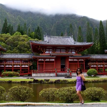 Byodo-In Temple and the Ko'olau Range