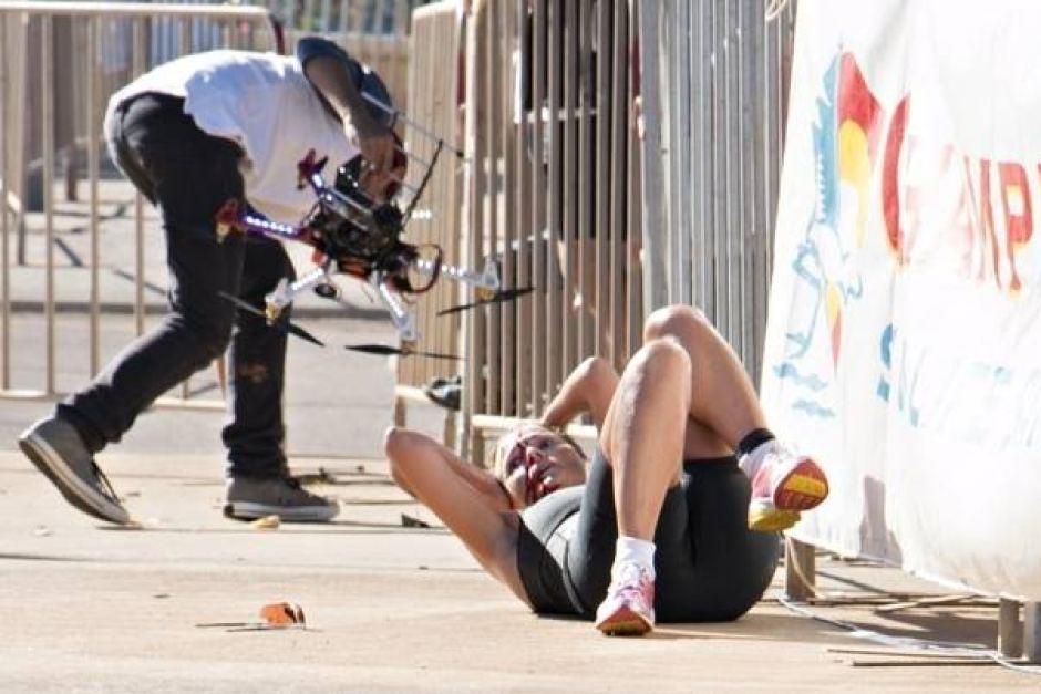 Triatleta afectada después del golpe de un drone en la cabeza