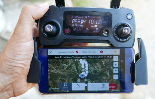 Mando del drone preaparado para hacer un mapa