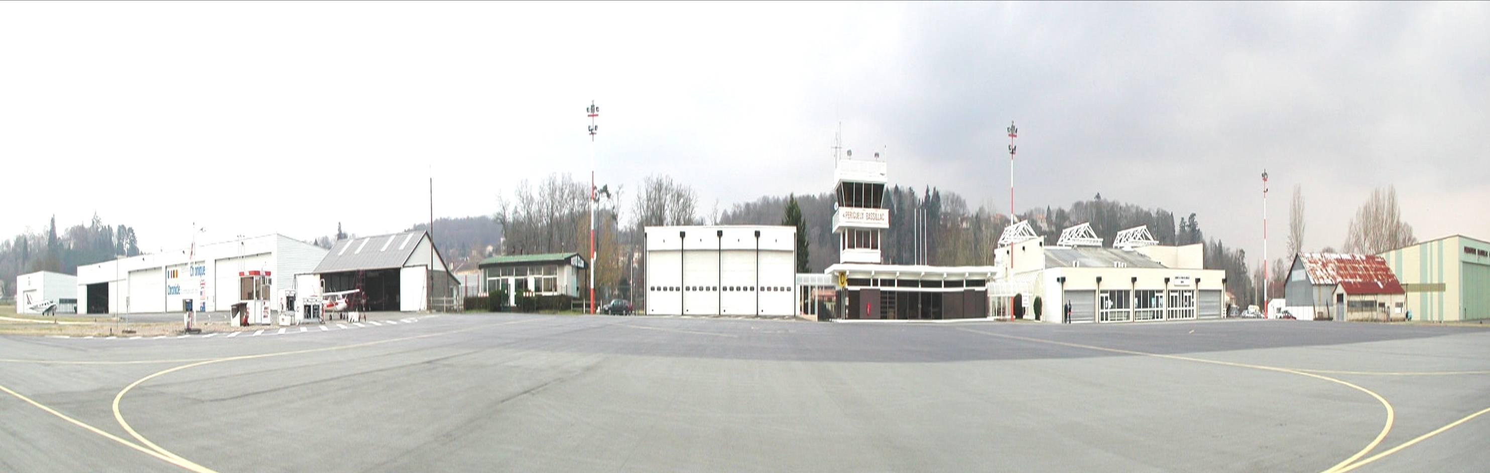 Panoramique des installations de l'aérodrome de Périgueux-Bassillac