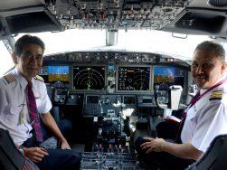 Cockpit do 737 MAX   Photo: Daniel Tay