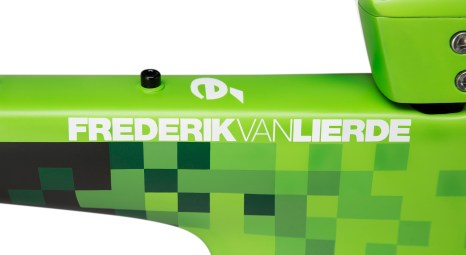 01 FreddyCustomP5_TopTube_Name_Final