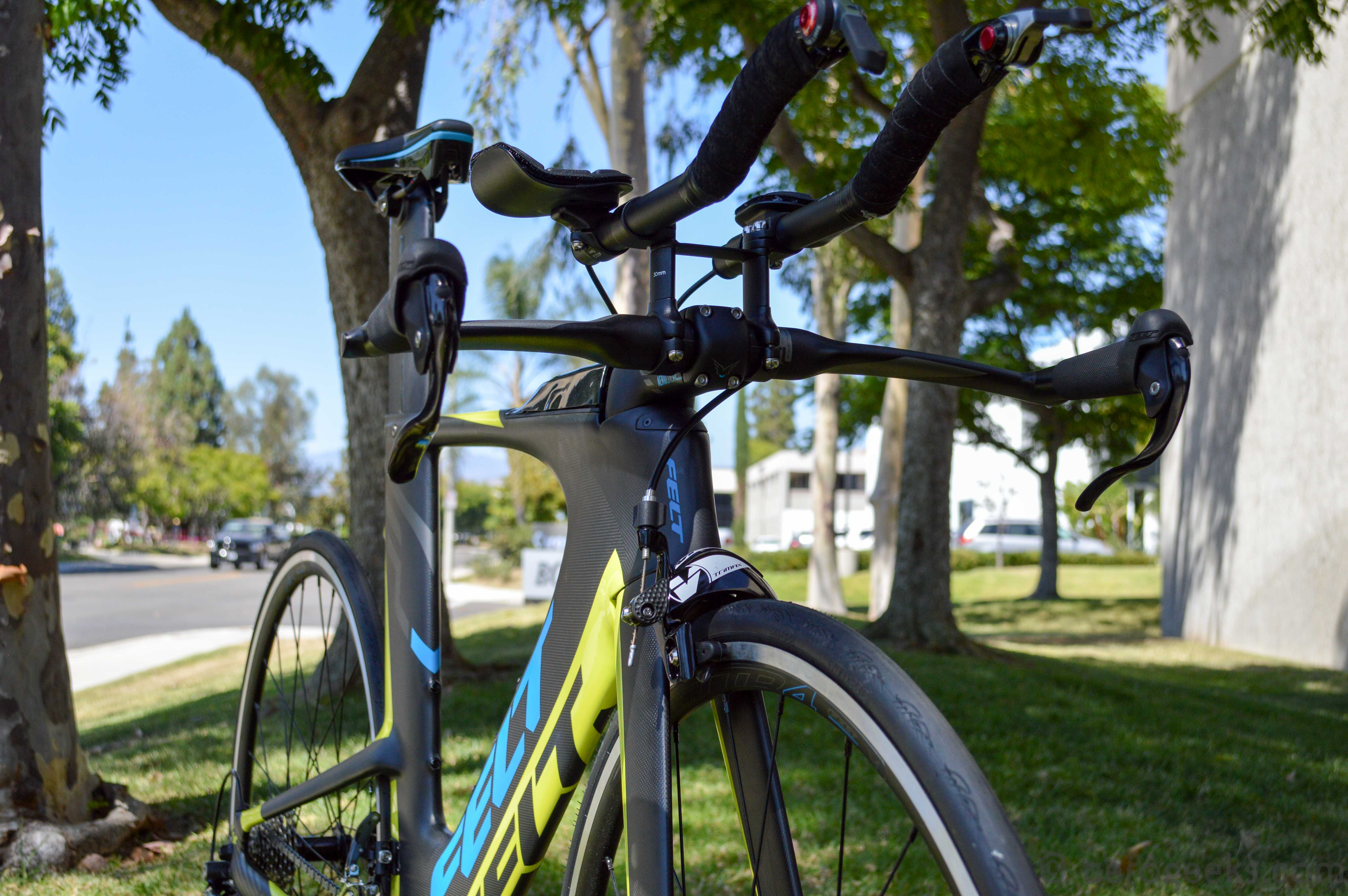 ia 14 Beat the unbeaten path: 2018 open up continuing the momentum generated from the classic, the new up was designed to be lighter than the original still the jack of all trades we all fell in love with, the new up can be ridden with 700c or 650b/275 wheels, with slick road tires or knobby trail tires, and with drop handlebars or flat mtb bars.