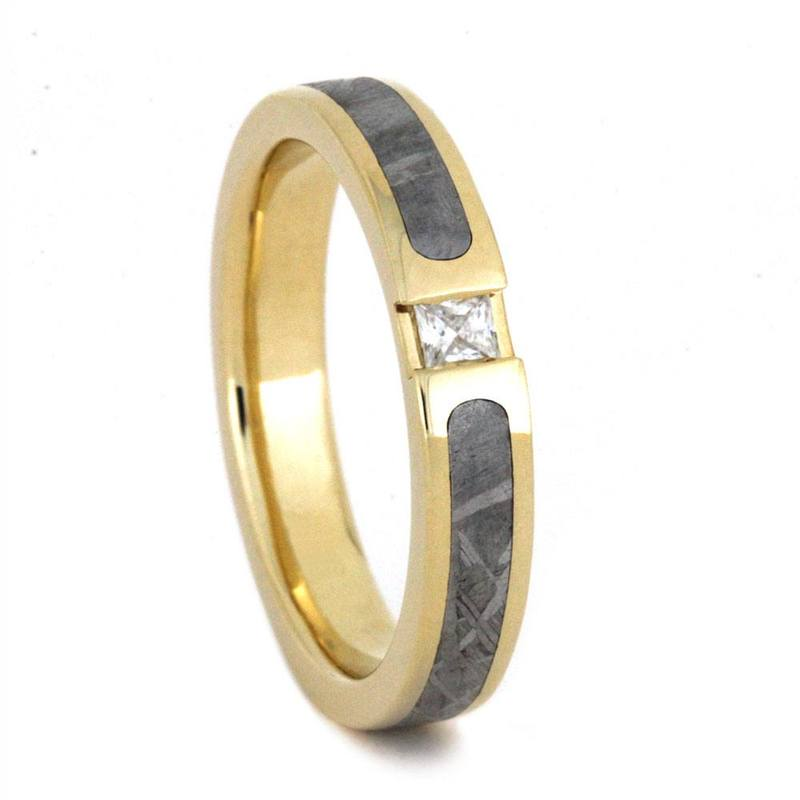 yellow gold ring with sapphire and gibeon