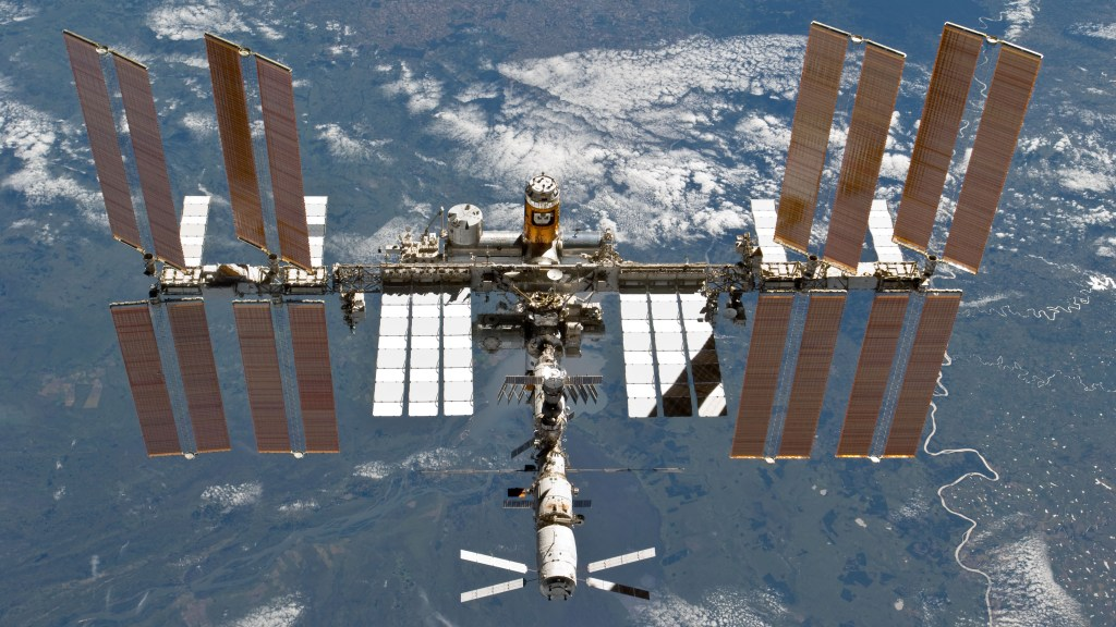 Misión STS-133 y la Estación Espacial Internacional después del desacople