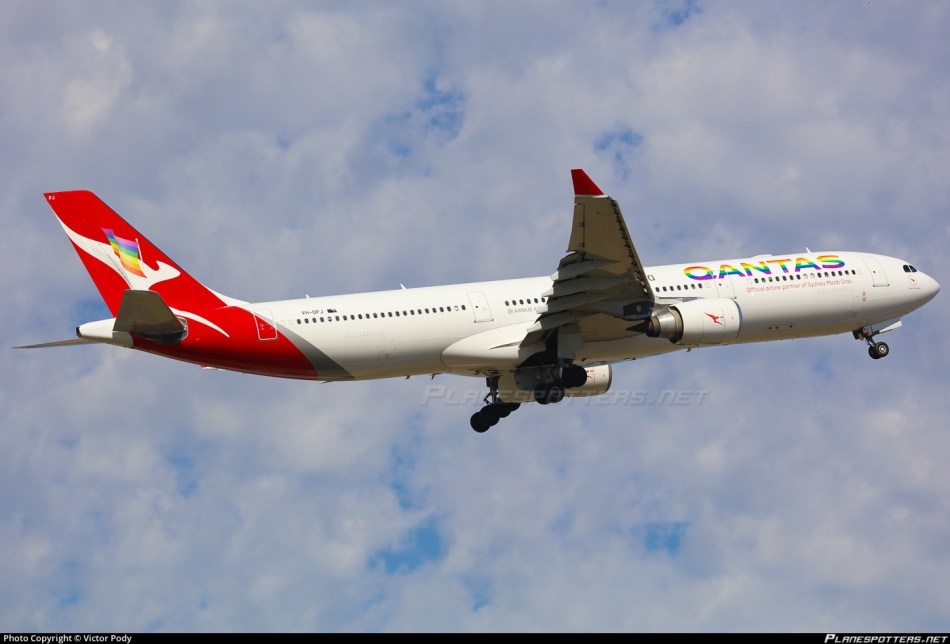 vh-qpj-qantas-airbus-a330-303_planespottersnet_744069