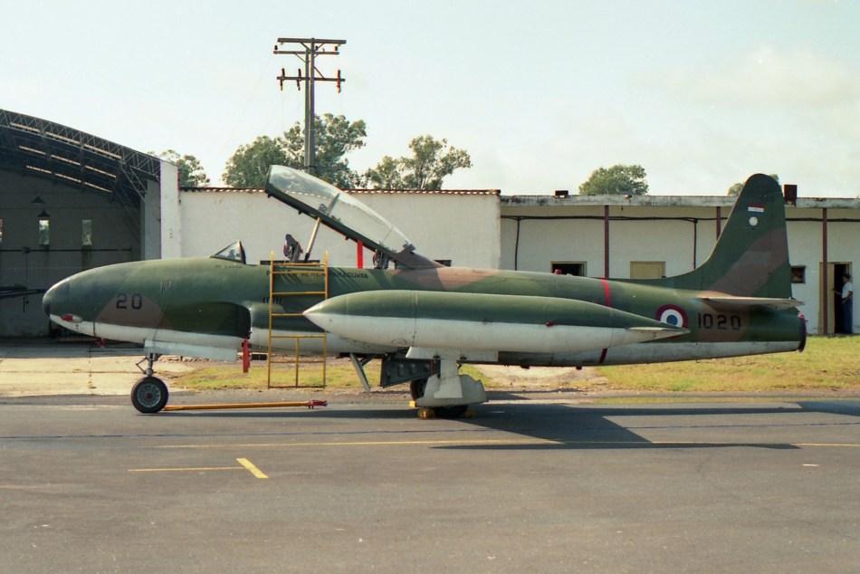 02 Lockheed AT-33A ''1020'' (56-1700) Asuncion April 92
