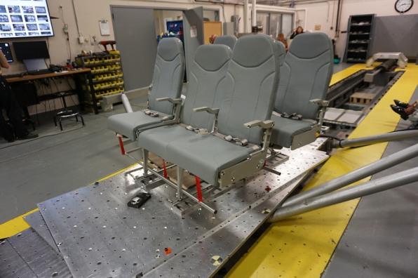 pruebas-asiento-de-en-medio-aviones-mas-comodo-